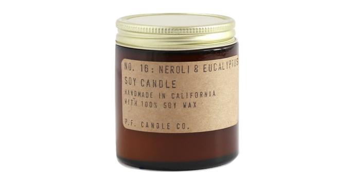 P.F. Candle Co., la bougie parfumée naturelle made in Californie. Plusieurs tailles et parfums. A partir de €15.