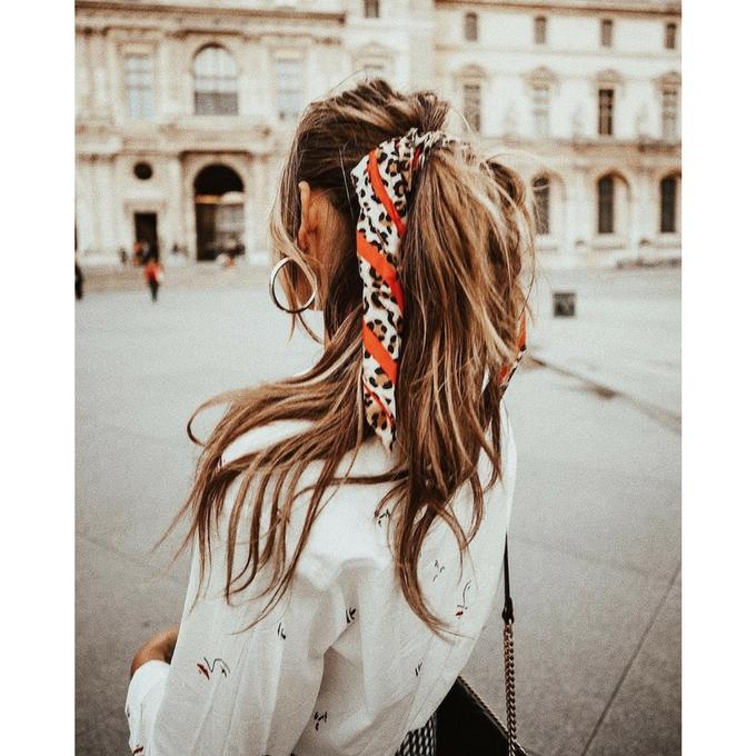 Voir la galerie11 Coiffure  cet été le foulard se portera dans nos cheveux  150 150 fcff70806c2