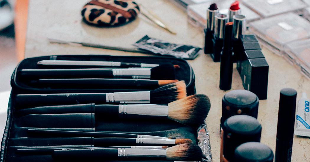Indispensables à avoir dans sa trousse de maquillage marie claire