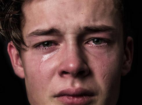 Un homme, ça ne pleure pas
