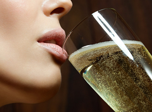 L'alcool: l'ennemi de votre peau