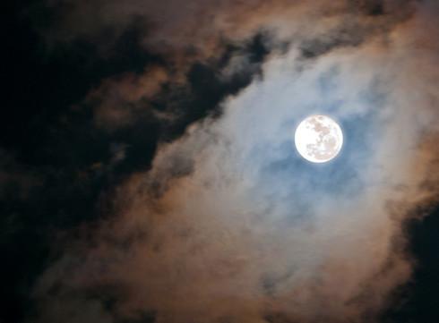 Le monde a rendez-vous avec la super-Lune