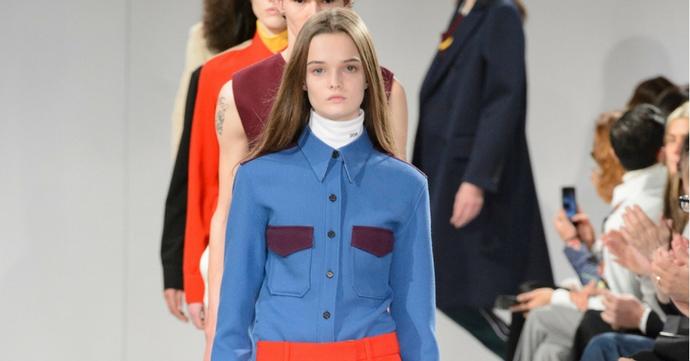 Raf Simons présente sa première collection pour Calvin Klein