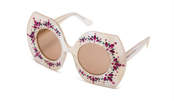 On veut toutes des lunettes de soleil de créateur - 1