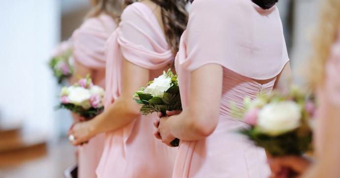 Mariages: Une jolie robe de demoiselle d'honneur