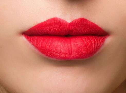 5 conseils pour faire tenir votre rouge à lèvres plus longtemps