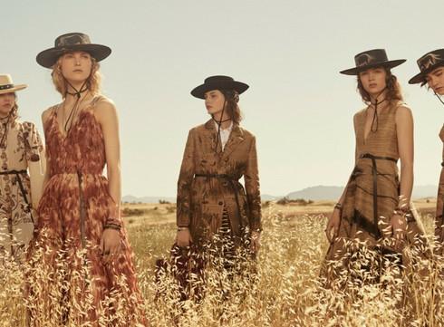 Les premiers looks du défilé prêt-  à-  porter Christian Dior Croisière 2018