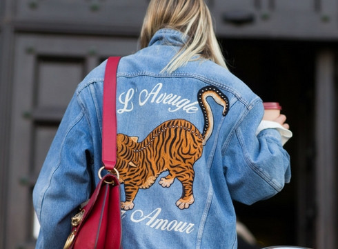 Le denim brodé, la tendance du moment