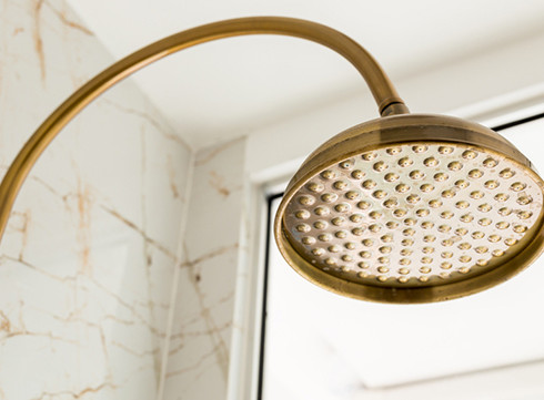 40% des Belges ont déjà uriné dans la douche (et c'est bien !)