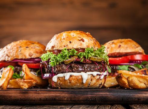 Pour son anniversaire, le Hard Rock Cafe distribue des burgers gratuits (ou presque)!