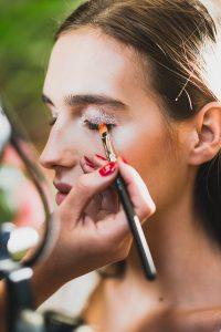 Un maquillage de festival parfait avec les astuces d'une make-up artist M.A.C - 1
