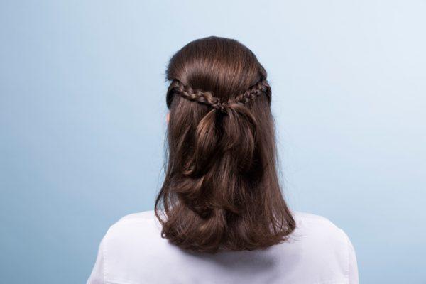 7 coiffures d'été à porter sur la plage ou pour l'apéro (et comment les réaliser) - 7