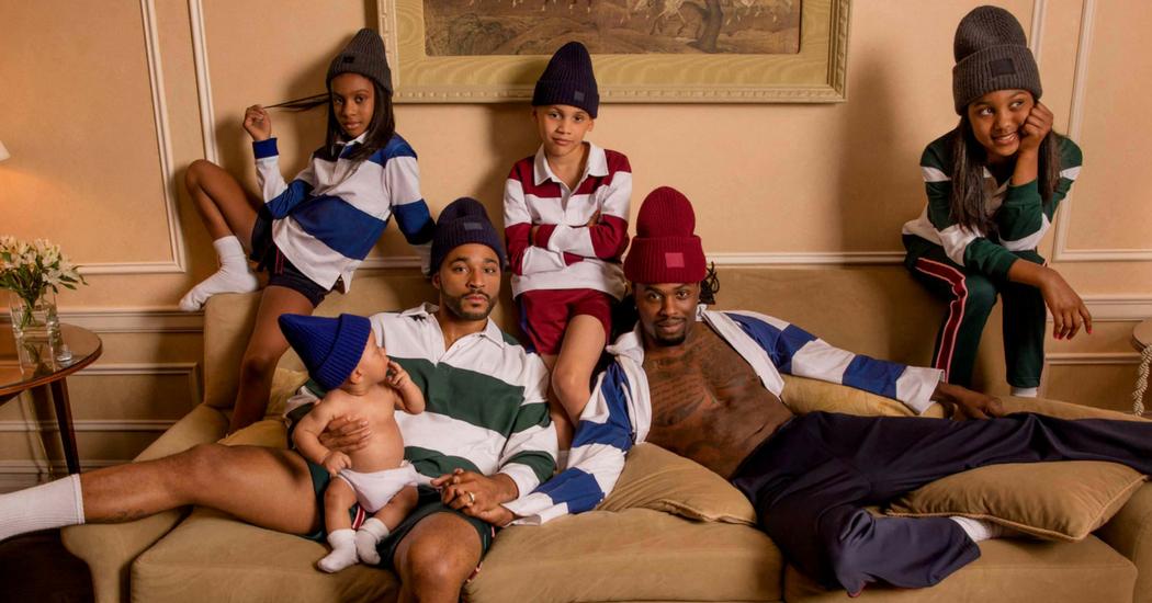 Une famille homoparentale égérie de la nouvelle collection Acne Studios