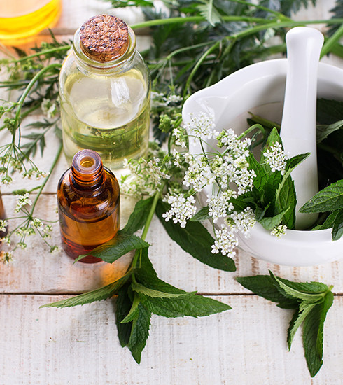 Bien-être : 5 huiles essentielles à toujours avoir chez soi