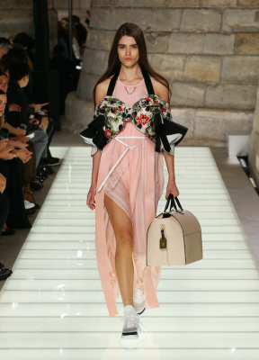 Fashion Week de Paris: le défilé printemps-été 2018 de Louis Vuitton 150*150