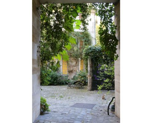 Paris et ses trésors cachés… Messy Nessy Chic sort son premier livre ! 150*150