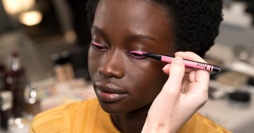 Cinq tutos pour un maquillage simple pour le travail grazia