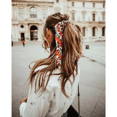 Coiffure: cet été le foulard se portera dans nos cheveux 150*150