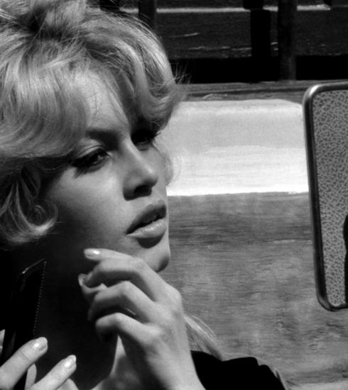 Cheveux : la frange rideau à la Bardot fait son come-back