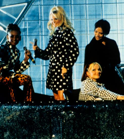 #SpiceUpLondon, l'expo londonienne dédiée aux tenues des Spice Girls