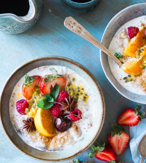Recette: porridge gourmand à la cannelle et aux saveurs printanières
