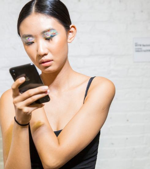 Lumière bleue : quels dangers pour ma peau et comment se protéger?