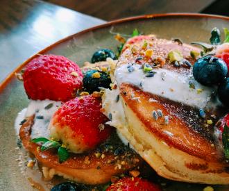 marieclaire_pancakes_fraises