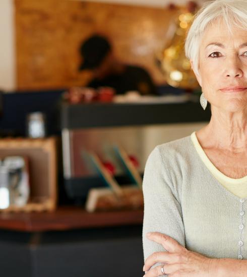 Ces seniors qui devraient être à la retraite, mais préfèrent travailler