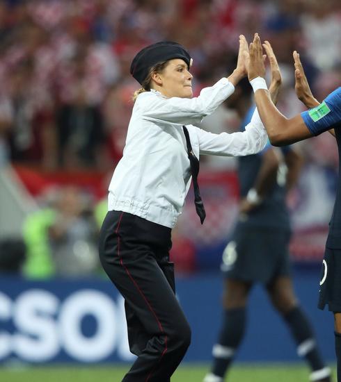 Coupe du Monde 2018: quand Kylian Mbappé checke une Pussy Riot
