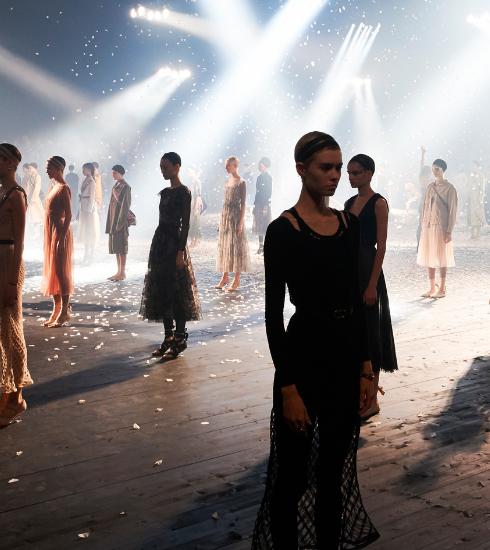 Dior ouvre la Fashion Week de Paris avec une chorégraphie époustouflante
