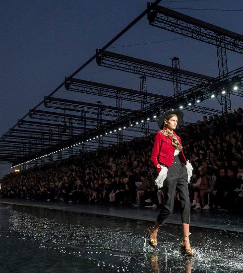 Paris Fashion Week: on a marché sur l'eau avec Yves Saint Laurent (en images)