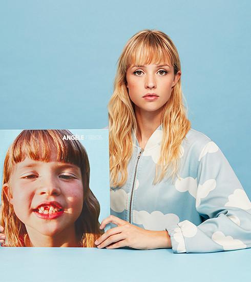 Warning : Angèle ouvre un pop up store pour le lancement de son premier album