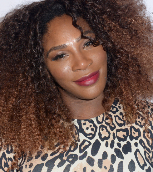 Octobre Rose : Serena Williams chante seins (presque) nus pour la bonne cause