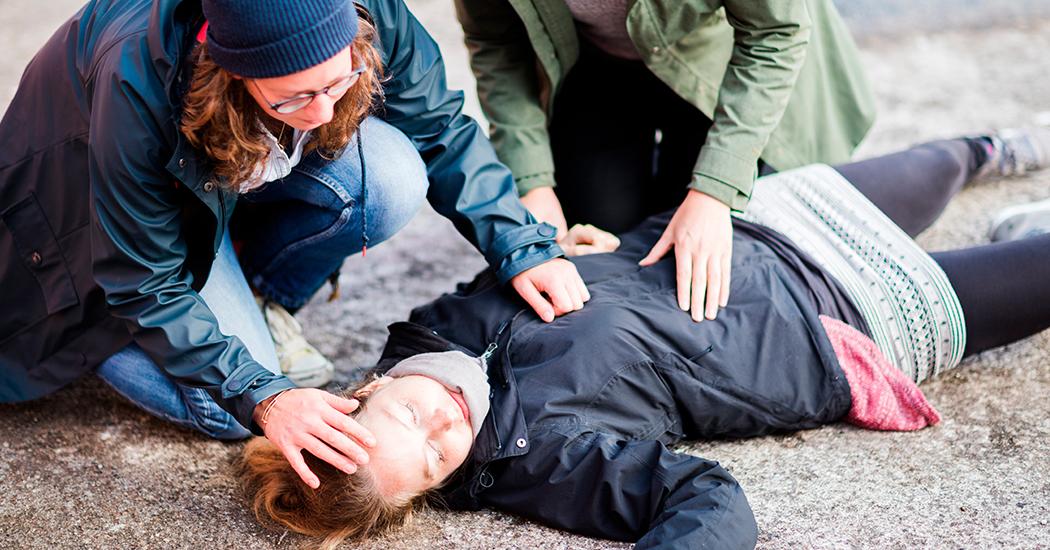 Santé : 5 gestes à connaître pour sauver quelqu'un en arrêt cardiaque