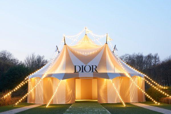 Magic Circus : retour sur le défilé Dior Printemps-été 2019 haut en couleurs 150*150