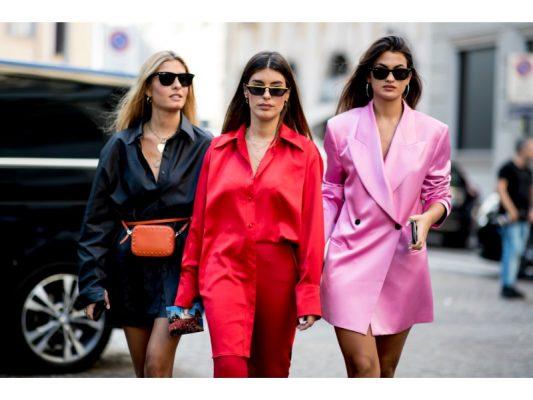 tendance des mini lunettes fashion week de milan