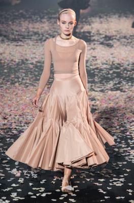 défilé beige Dior