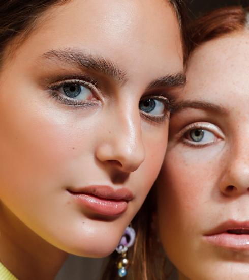 Peau grasse : nos astuces et produits pour éviter de briller