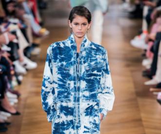 Défilé Stella McCartney tendance jeans délavé