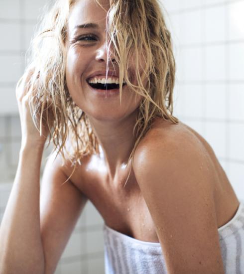 A quelle fréquence doit-on vraiment se laver les cheveux ?