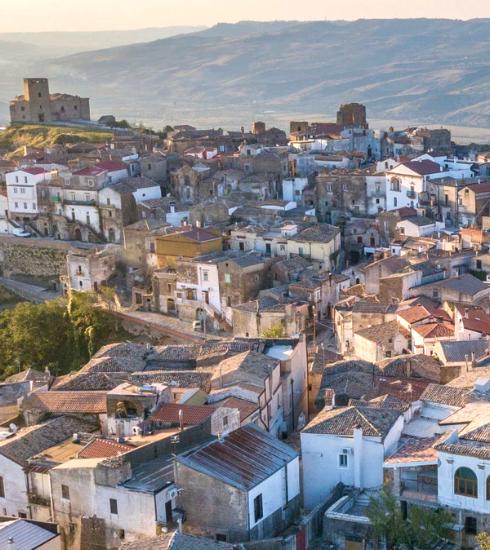 Expérience de rêve : 5 personnes vont vivre 3 mois dans un petit village italien pour Airbnb