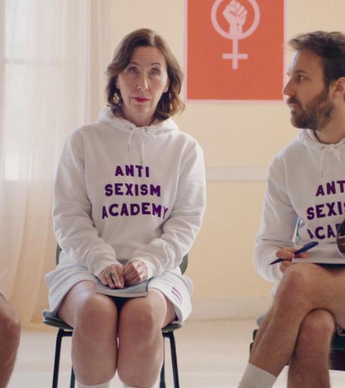 Meuf Paris : la marque des t-shirts du clip d'Angèle qui fait la peau au sexisme