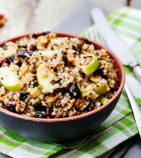Recette : salade de quinoa à la pomme et aux aubergines