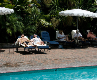 Au lieu d'un Airbnb, et si on optait pour un hôtel mythique du cinéma cet été ?