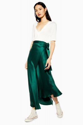 Tendance slip skirt : la jupe satinée est LA pièce qu'il vous faut cet été 150*150