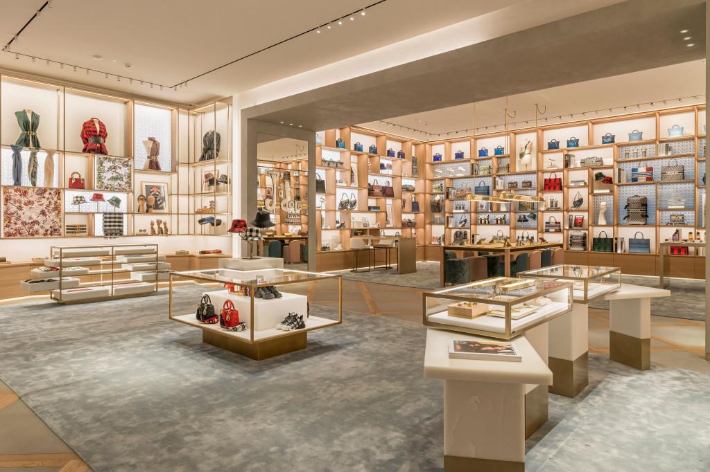 Dior ouvre sa nouvelle boutique grandiose sur les Champs-Élysées