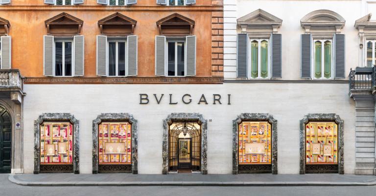 Bvlgari décore ses vitrines façon cinéma des années 50 et on craque complètement ! 150*150