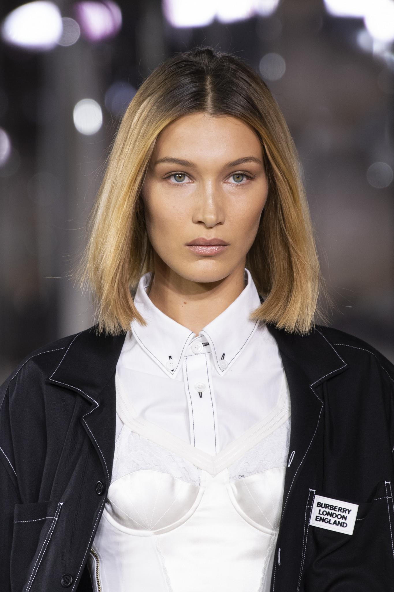 La fashion week de Londres est derrière nous, et nous avons repéré quelques tendances capillaires pour les saisons à venir! Retour sur les tendances cheveux repérées sur les podiums pendant la semaine de la mode anglaise.