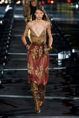 Paris Fashion Week : Naomi Campbell, la pluie, et tout ce qu'on a vu au défilé Saint Laurent printemps-été 2020 150*150