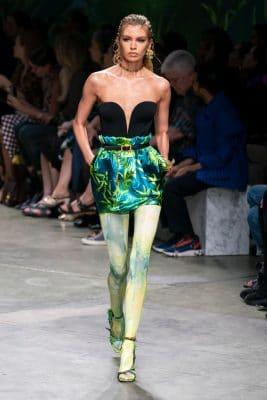 Milan Fashion Week : retour sur le défilé Versace qui a cassé internet 150*150